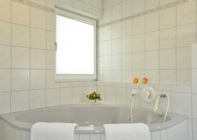 Badezimmer - 1.Stock/bathroom - first floor/bagno -  primo piano