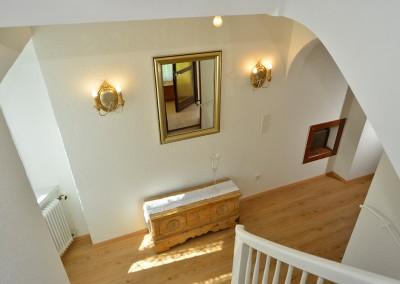 Stiegenaufgang-stairway-entrata
